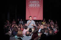 Pedro Sánchez participates in an open meeting